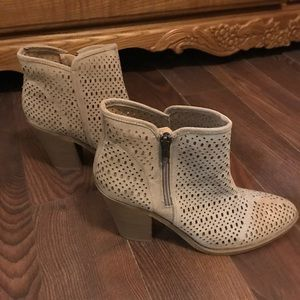 Espirit ankle boots